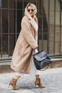 Veškeré moje outfity, tipy na styling i doporučení, jak co nosit, najdete u mě na blogu.#oufits #fashion #style #blog #skolastylu Blog, Chic, Sweaters, Dresses, Style, Fashion, Shabby Chic, Vestidos, Swag