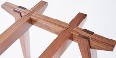 Esta tabla se desliza junto sin los tornillos, clavijas, o pegamento