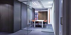 Dirkzwager, Advocaten en notarissen design kantoor met doorzichtig glas voor meer transparantie