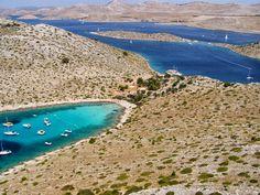 Unzählige Inseln, Buchten und türkisblaues Meer - #Kroatien ist wahrscheinlich der Hotspot unter den europäischen Segelrevieren. Sie bestimmen ob Sie entlang der #Küsten streichen oder von Insel zu Insel #segeln wollen, #Stelzl #Yachtcharter organisiert das Drumherum für Sie.