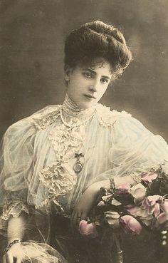 Vintage French RPPC Postcard Actress Stage Star Miss Edwards Reutlinger Victorian Photos, Victorian Women, Victorian Era, Victorian Dresses, Vintage Pictures, Vintage Images, French Vintage, Vintage Artwork, Photo Postcards