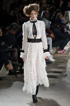 Alexander McQueen Fall 2015 Ready-to-Wear Collection  - ELLE.com
