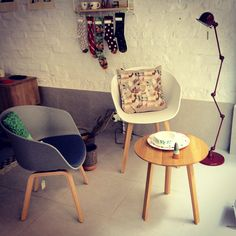 Chairs and side table from Hay, cushion by SuTurno, lamp from Jielde, plate and bowl from Donna Wilson, ah and Ghost by Arhøj