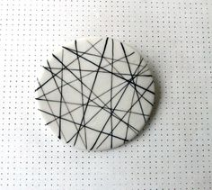 NiuTaller Porcelain brooch crossing lines