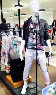 Outfit der Woche! Jacke: Gipsy - Shirt: Guess - Hose: Please - Schuhe: Replay - Kette: Pieces - Gürtel: Cowboysbelt #fashion www.mensing.com