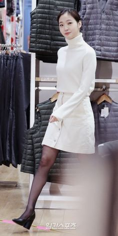 Kim go eun uniqlo holiday event Kim Go Eun Style, Korean Girl, Asian Girl, Skirt Outfits, Cute Outfits, Black Fairy, Simple Style, My Style, College Fashion