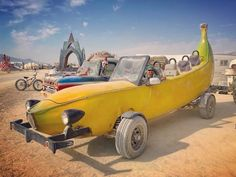 Burning Man 2018 Mega-Post: Awesome Photos From The World's Biggest And Craziest Festival Burning Man People, Burning Man Art, Car Photos, Beach Photos, Black Rock Desert Nevada, Weird Cars, Cultural Events, Driftwood Art, World's Biggest