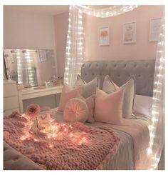 Teenage Girl Bedroom Decor, Girl Bedroom Walls, Cute Bedroom Ideas, Teenage Girl Bedrooms, Room Design Bedroom, Room Ideas Bedroom, Small Room Bedroom, Small Girls Bedrooms, Wall Clock Bedroom