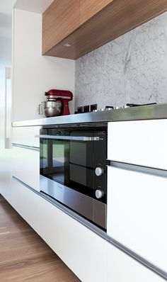The initial breakline in the drawers was set by the line of the Fisher & Paykel appliances, specifically here the 900 oven and, on the. Kitchen Oven, Island Kitchen, Kitchen Tools, New Kitchen, Kitchen Ideas, Kitchen Design, Kitchen Cabinets, Kitchen Appliances, Stainless Steel Benchtop