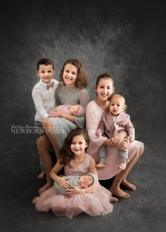 Capturing beautiful family memories that I know will be cherished for generations is WHY I'm a photographer 💗 Brother Sister Photography, Sibling Photography, Photography Outfits, Newborn Posing, Newborn Photos, Family Posing, Family Portraits, Posing Families, Studio Poses