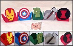 Forminhas para doces personalizadas no tema Vingadores 3D. <br>Homem de ferro, Capitão América, Hulk, Thor e Viúva Negra <br> <br>Trabalho de sobreposição/scrapbooking <br> <br>Você vai surpreender seus convidados! <br>Pode ser desenvolvido em outros temas <br> <br>Pedido mínimo: 30 unidades