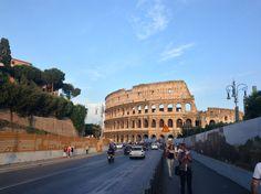Rome, ville remplie d'histoire qui mène à la fois antique et moderne.