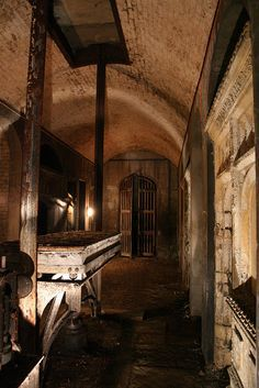 The Victorian Catacombs of South London...watched a show about this fascinating place...love exploring.this would be great to visit