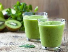 Kiwishake gegen Heißhunger 1 Kiwi 5 Blätter Spinat 3 Blätter Salat 1 EL Honig (25 g) 1 Glas Wasser (200 ml)