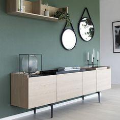 Stijlvol design dressoir van eiken met zwart. Bijpassende dienbladen leverbaar.