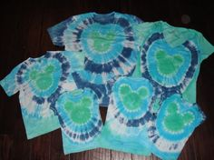 Another forum thread on how to tye dye Mickey shirts. @ Do It Yourself Pins Doing this for 4th of July!!!!
