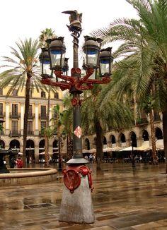 Farola de Gaudí en Plaça Reial  http://www.viajarabarcelona.org/?page=ramblaygotico.php