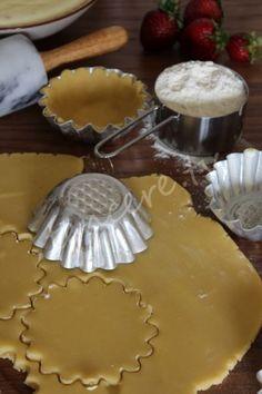 Hamuru kıtır kıtır, kreması muhteşem. Sizin için baştan çıkarıcı bir lezzet hazırladık Çilekli Tartölet...