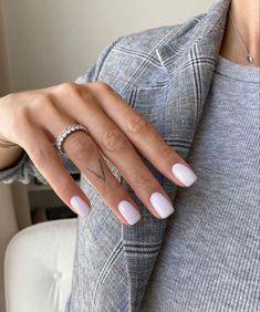 Chic Nails, Stylish Nails, Nail Ring, Manicure And Pedicure, Cute Acrylic Nails, Gel Nails, Milky Nails, Neutral Nails, Minimalist Nails