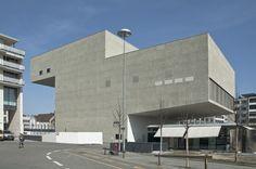 캔틸레버 극장, 스위스 프리부르 시내 중심부