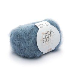Strickgarn   Rebecca Shop  ggh Suri Alpaka - Schönheit und Eleganz  Wie der Name schon sagt, stammt diese edle Faser von den Suris, einer seltenen Alpaka-Art ab. Die Suri machen nur 5% des Bestandes der Alpakas aus. Entsprechend selten ist die Faser. Das Haar der Suri Alpakas weist durch die glatte Oberfläche einen wunderschönen, seidigen Glanz auf. Wir haben das edle Haar gebürstet, damit es mehr Volumen bekommt. So können Sie sich einen superleichten Pullover von 150 bis 200g realisieren.