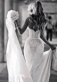 Love dresses that ascent your shape! That's how I've always wanted my wedding dress to be ❤️