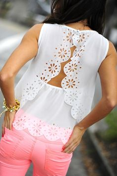 Cute open back. This fabric is just perfect!! #openbackshirt #diyshirt #summer Spring Summer Fashion, Spring Outfits, Coral Jeans, Sorority Fashion, Fashion Outfits, Womens Fashion, Dress Me Up, Floral Fashion, Rush Week