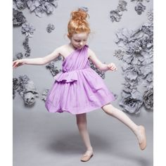 Nellystella - love the cut and style on this cute dress! Little Girl Dresses, Flower Girl Dresses, Flower Girls, Girls Dresses, Young Fashion, Girl Fashion, Cool Girl Style, Little Fashionista, Easter Dress