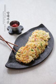 K Food, Food Porn, Pottery Handbuilding, Korean Food, Food Design, Kimchi, Food Plating, Food And Drink, Cooking Recipes
