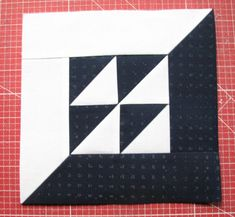 This thing is a very inspiring and remarkable idea Quilt Square Patterns, Barn Quilt Patterns, Pattern Blocks, Half Square Triangle Quilts, Square Quilt, Black And White Quilts, Geometric Quilt, Quilting Blogs, Patchwork Pillow