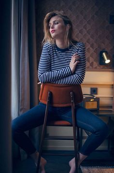 Blogger Rebecca Laurey of Raspberry & Rouge shows us how to style a classic breton with fitted jeans. #Topshop