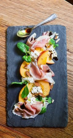 Summer salad: Prosciutto, peach slices, ricotta cheese and arugula. Seasoning: olive oil, balsamic vinegar, salt and pepper.