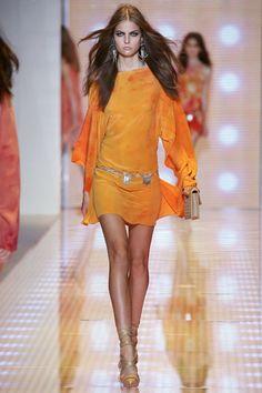 versache milan fashion week