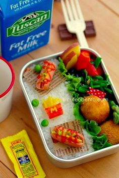 """Mini """"McDonald's fries"""" and """"hot dogs"""" bento box Mcdonalds Fries, Japanese Lunch, Japanese Style, Japanese Food, Cute Bento, Asian Recipes, Ethnic Recipes, Out To Lunch, Bento Box Lunch"""