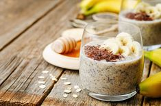 overnight banana oats quinoa Chia seed pudding decorated with ba by Arzamasova. overnight banana oats quinoa Chia seed pudding decorated with banana and chocolate. Overnight Quinoa, Chia Puding, Vegetarian Protein Sources, Healthy Grains, Oats Recipes, Food Trends, Vegan Breakfast Recipes, Chia Breakfast, Pudding