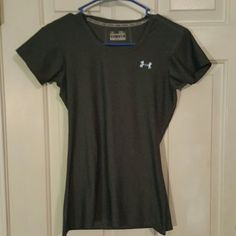 Gray Under Armour shirt Great condition,  dark gray Under Armour Tops