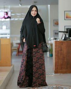 Blouse Batik, Batik Dress, Abaya Mode, Mode Hijab, Hijab Outfit, Niqab Fashion, Hijab Trends, Hijabi Girl, Hijab Stile