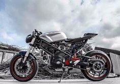 From DESMO-RACING.com