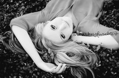 Ground backwards view» Courtney Fuselier Photography senior girl pose