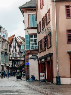 Un week-end à #Colmar en #Alsace. Alsace, Hotel Restaurant, Blog Voyage, Week End, Small Terrace, Wall Stud, The Neighborhood, France Travel