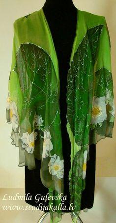 Poncho di seta naturale wrap fiore di fragola di Studijakalla