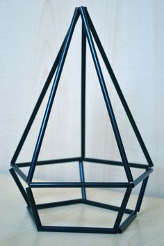 DIY Himmeli Geometric Sculpture using straws! diy home accessories DIY Himmeli Geometric Sculpture ♢ Diy Crafts Hacks, Diy Home Crafts, Diy Home Decor, Straw Crafts, Diy Straw, Geometric Decor, Geometric Shapes, Diy Design, Straw Sculpture