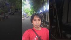 Mat Jibrut di depan gapura tanah Lot Bali