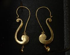 1870s Victorian Scroll Earrings, 18K, (sold) This is just perfect Victorian classical jewelry design. The shape is like half of a lyre, or part of a clef.