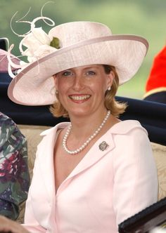 Sophie, Countess Of Wessex, wife of Prince Edward, son of Queen Elizabeth Prince Charles And Diana, Prince Phillip, Prince Edward, British Hats, British Royals, Countess Wessex, Mother Of The Bride Hats, Jorge Vi, Viscount Severn