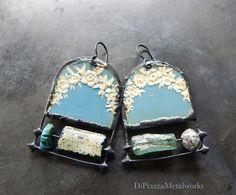 Ancient glass vintage tin earrings par DiPiazzaMetalworks sur Etsy