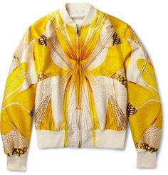 Sezonun önemli parçalarından kolej montlarının en karizmatiği desen ustası Alexander McQueen'den. selfridges.com, 1775 Pound
