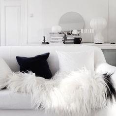 via vittvittvitt (Silver blonde) Decoration Inspiration, Interior Inspiration, Interior Architecture, Interior And Exterior, Exterior Design, Living Room Decor, Living Spaces, Design Rustique, Black And White Interior