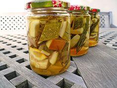 Zucchini süß-sauer eingelegt, mediterran, ein raffiniertes Rezept aus der Kategorie Sommer. Bewertungen: 2. Durchschnitt: Ø 3,5.