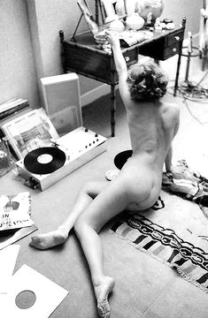 Girls with Vinyl Records | MASHKULTURE